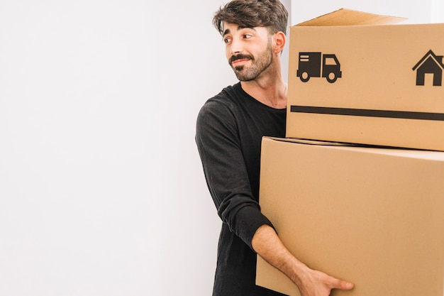 Moving concept with smiling man Free Photo
