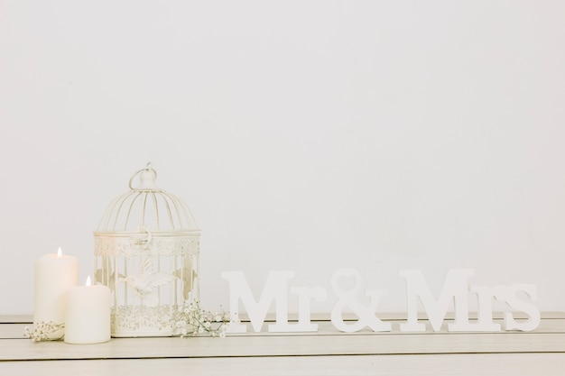 Mr and mrs with romantic ornaments Free Photo