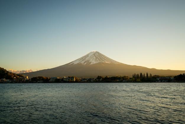 Mt fuji in sunset twilight Premium Photo