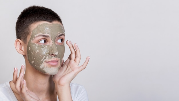 Mud face treatment applying process Free Photo