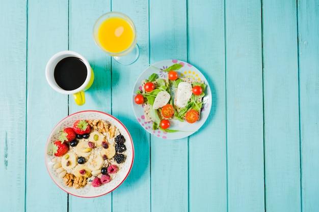 Muesli and salad Free Photo