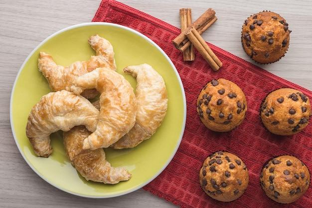 Muffins, cinnamon and croissant Premium Photo