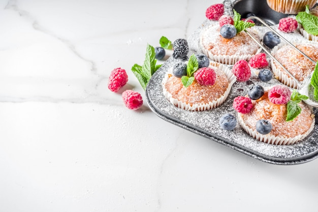 Muffins or cupcakes with berries Premium Photo