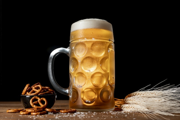 Mug with blonde beer and pretzels Free Photo
