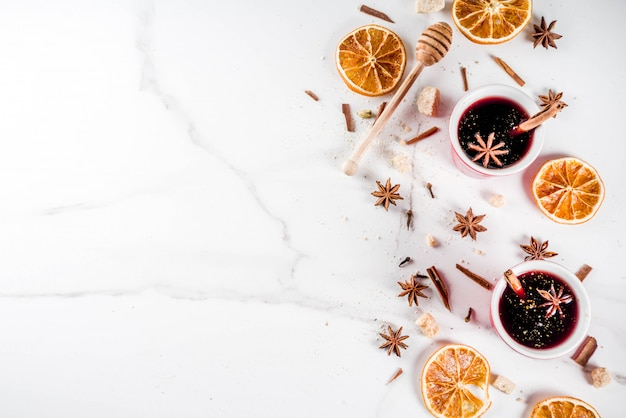 Mulled wine cocktail with spices Premium Photo