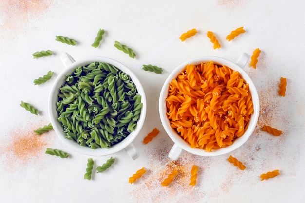 Разноцветная паста фузилли из овощей без глютена. Бесплатные Фотографии