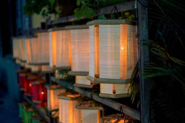 Разноцветные лампы во вьетнаме Premium Фотографии