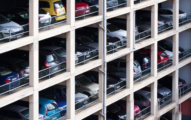 Parcheggio a più piani Foto Gratuite