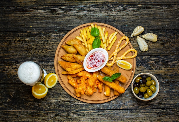 Multiple fried snacks with sweet chili sauce Free Photo