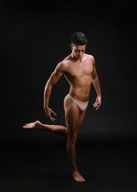 Muscular ballet dancer on one leg Free Photo