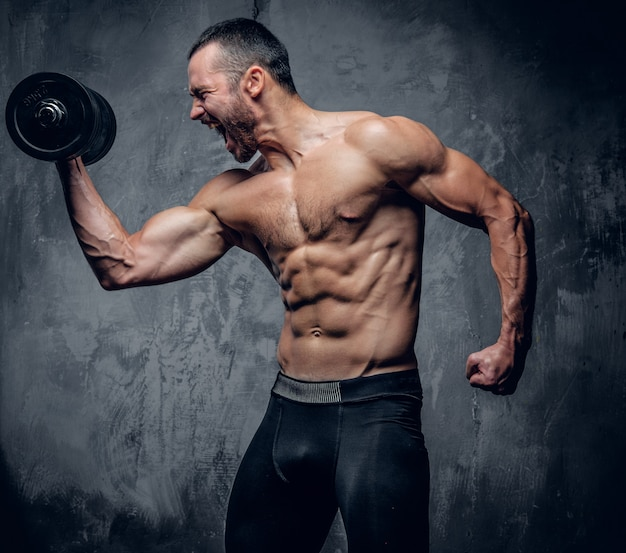 Muscular male doing biceps workouts Premium Photo