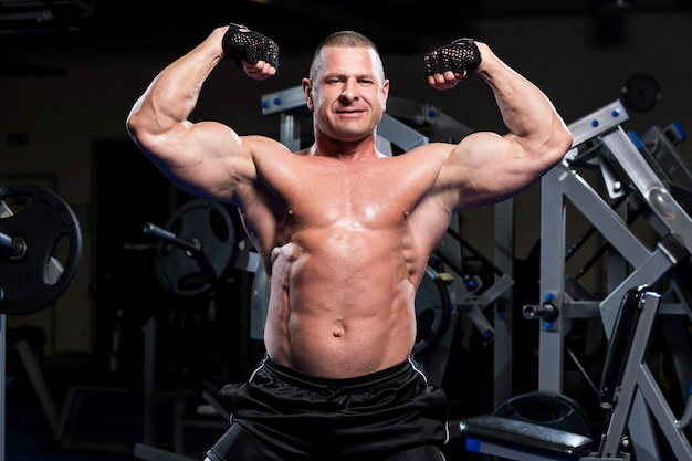 Muscular man in a gym Free Photo