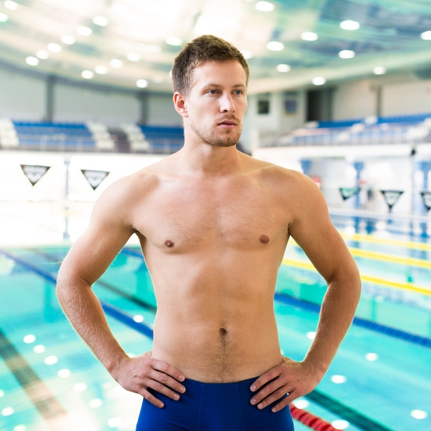 Muscular swimmer at training Free Photo