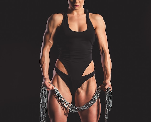 Muscular woman with iron chain Premium Photo