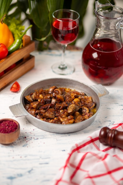 Mushroom sauteed fried in copper pan and served with sumakh Free Photo