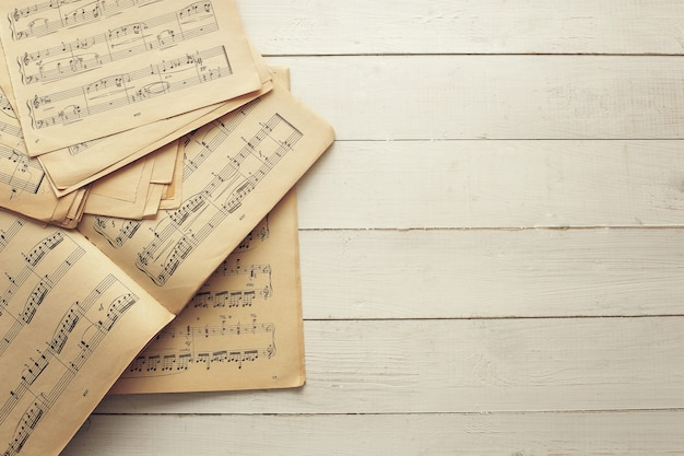Music notes on scores on scores Free Photo