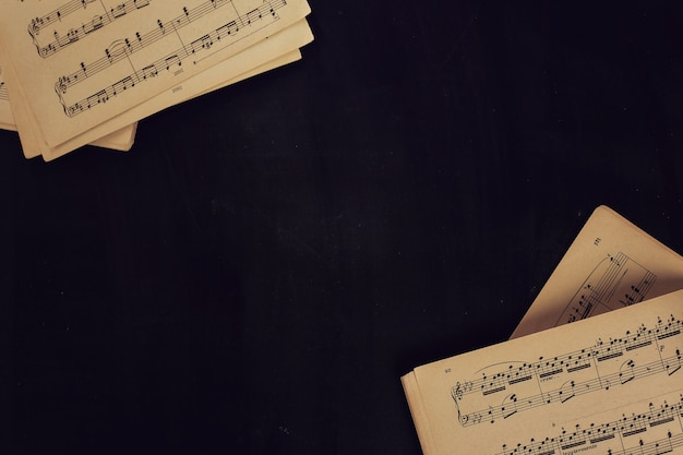 Music notes on scores Free Photo