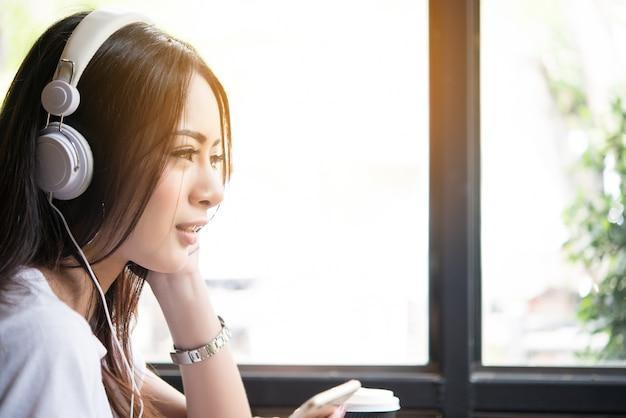 Music phone listen relax windowsill Free Photo