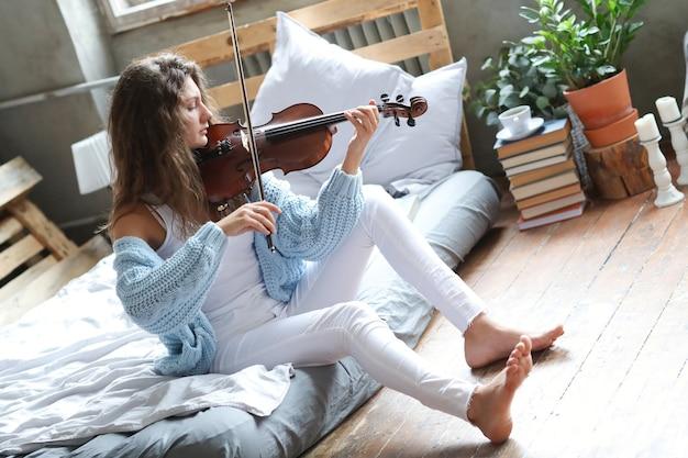 ベッドの中でミュージシャン 無料写真