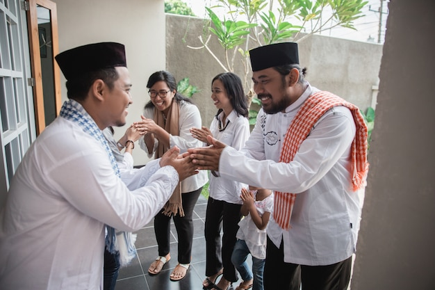 Muslim eid mubarak forgiving others Premium Photo