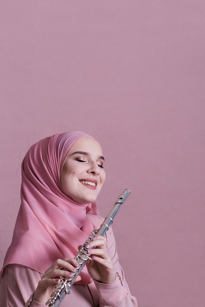 Muslim woman playing on the flute Free Photo