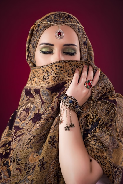 Muslim woman with nice jewelry Premium Photo