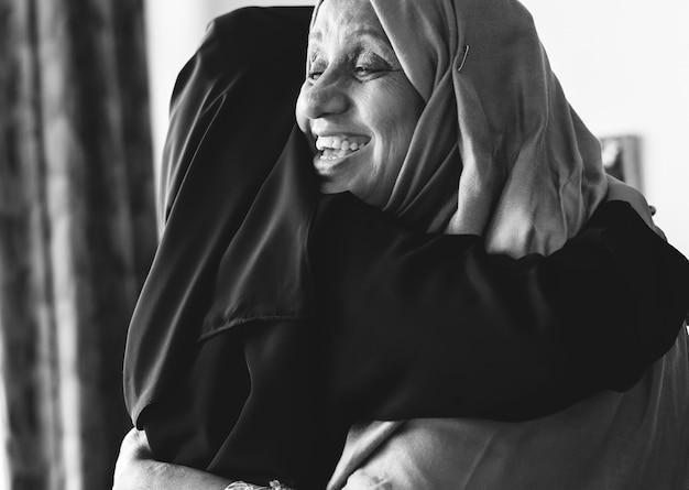 Muslim women hugging each other Free Photo