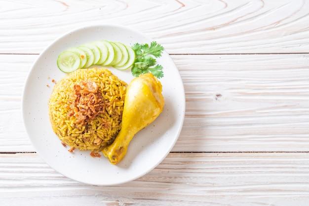 Muslim yellow rice with chicken Premium Photo