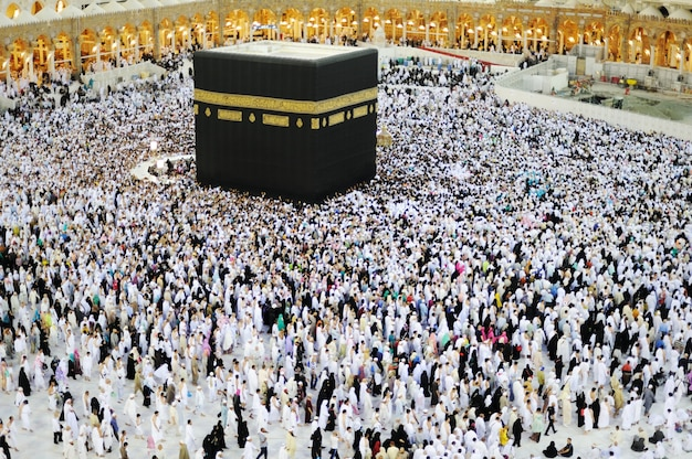 Muslims from all around the world praying in the kaaba at makkah, saudi arabia Premium Photo