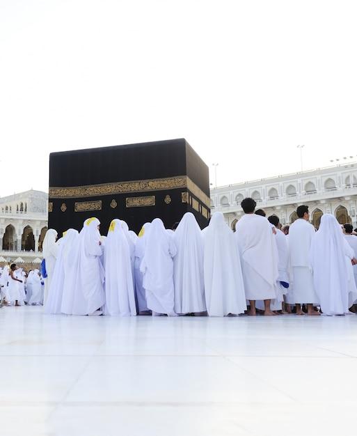 Muslims from all around the world praying in the kaaba at makkah, saudi arabia Premium Photo