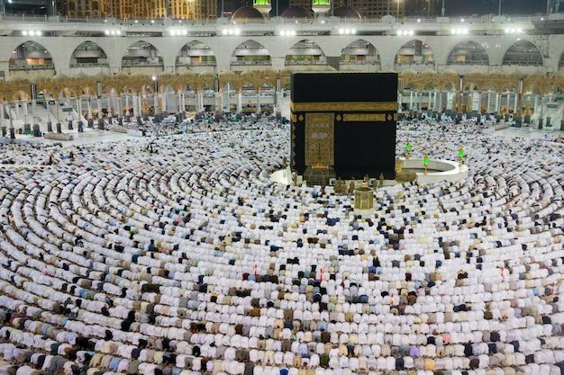 Muslims gathered in mecca of the world's different countries Premium Photo