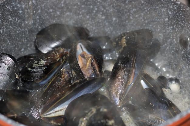 Mussels with lemon sauce. seafood. mediterranean cuisine Premium Photo
