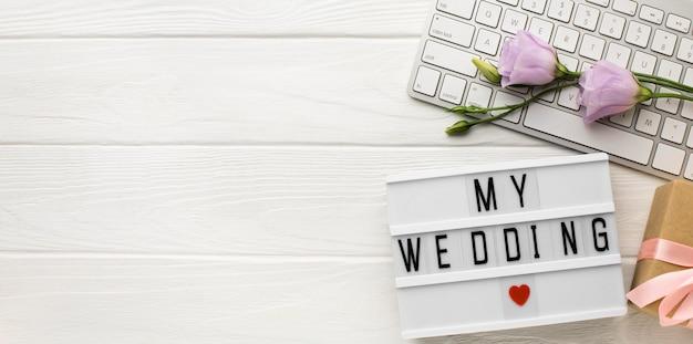 Мое свадебное сердце символ и цветы копируют пространство Бесплатные Фотографии