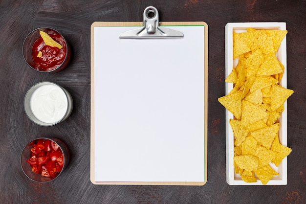 Nachos vegetables notebook and white sauces in row Free Photo