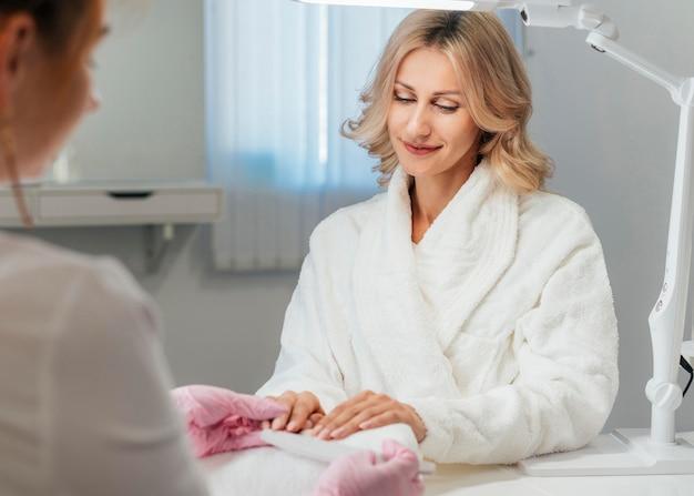 Salone di cura e igiene delle unghie Foto Gratuite
