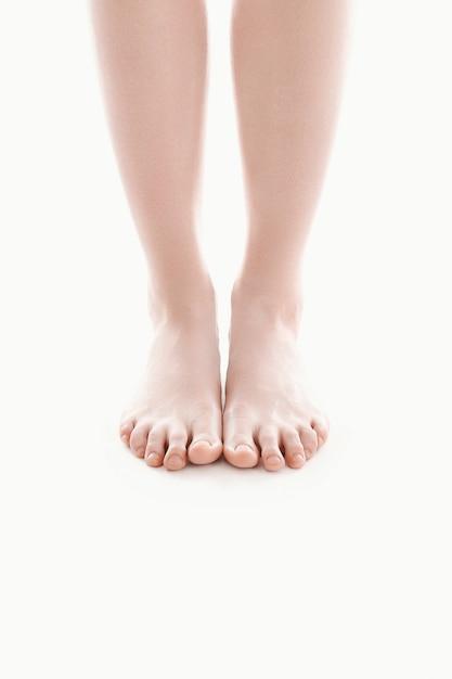 Голые женские ноги, концепция ухода за кожей Бесплатные Фотографии