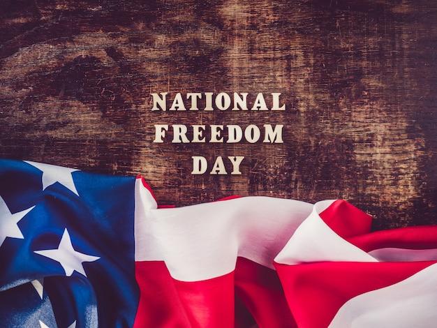 国民の自由の日。美しく、明るいグリーティングカード Premium写真