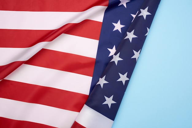 Национальный текстильный флаг соединенных штатов америки, поверхность в волнах Premium Фотографии