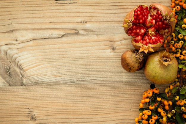 Natural autumn elements for decoration Premium Photo