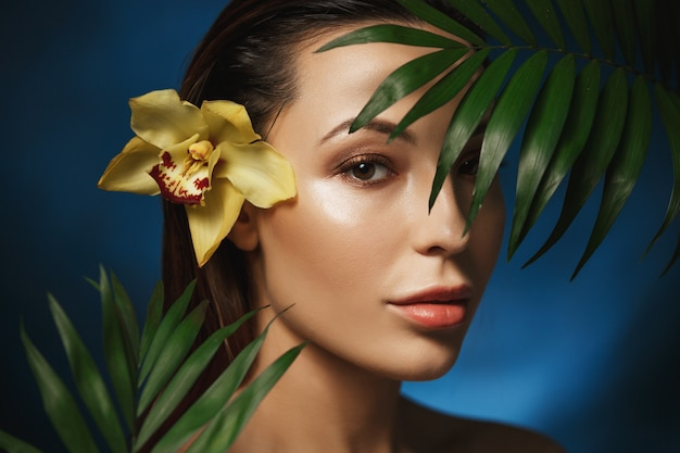 Natural beauty concepts. beautiful woman with plants. Free Photo