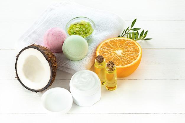 天然ココナッツオイルとフルーツ 無料写真
