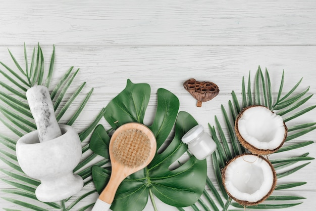 Natural elements for spa with coconut Free Photo