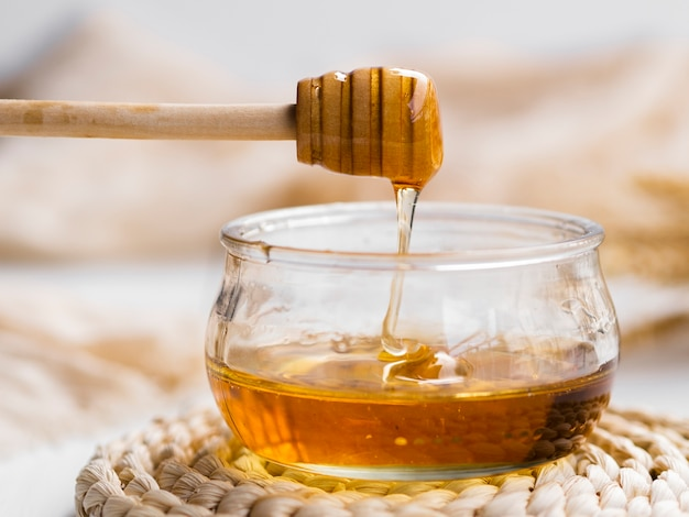 Natural honey pouring in bowl Free Photo