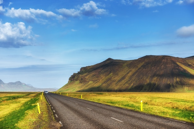 Natural landscape with a road and mountains Premium Photo