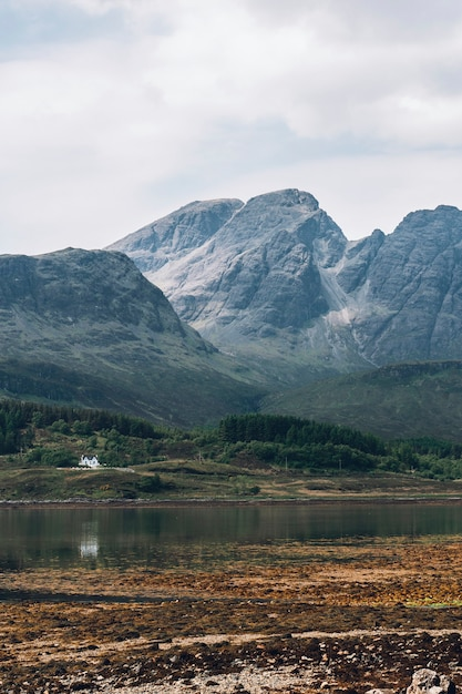 Рядом с деревней гленко в шотландии, великобритания Бесплатные Фотографии