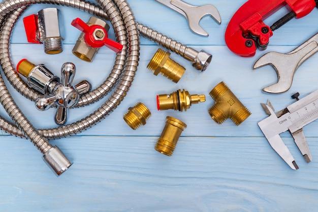 配管工に必要な工具とスペアパーツのセット Premium写真