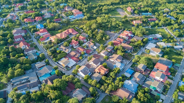 Neighborhood with residential houses and driveways Premium Photo