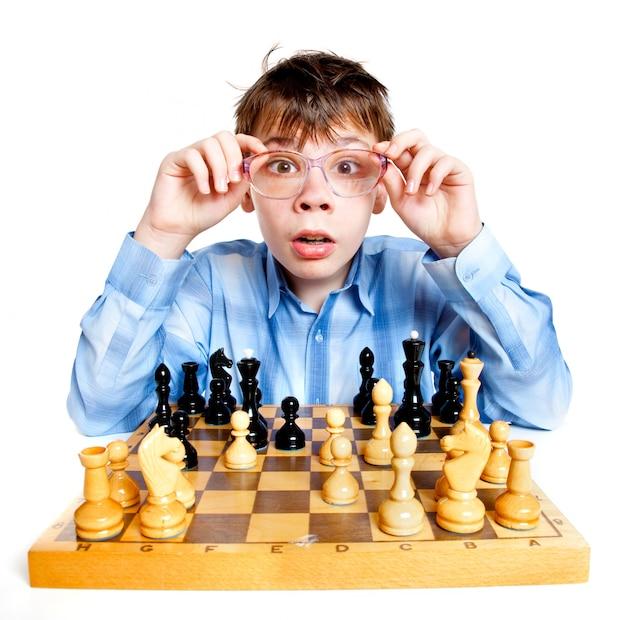 Nerd play chess on a white wall Premium Photo