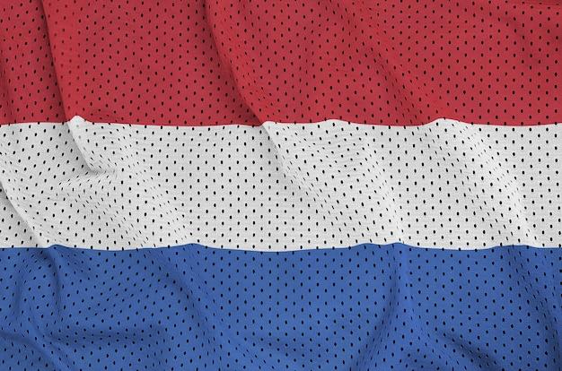 ポリエステルナイロンメッシュに印刷されたオランダの旗 Premium写真