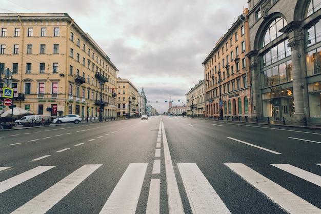 ロシア、サンクトペテルブルクのネフスキーの見通し。 Premium写真